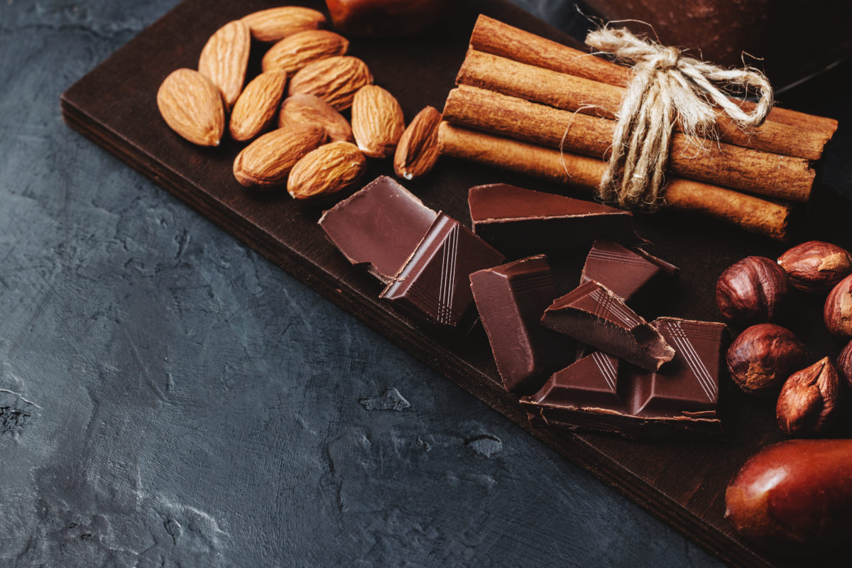 almonds with dark chocolate
